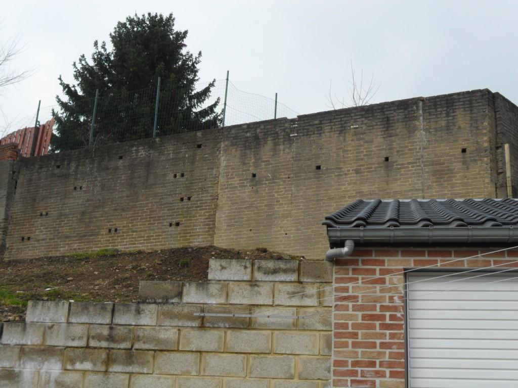 Mur de soutènement subissant la poussée des terres